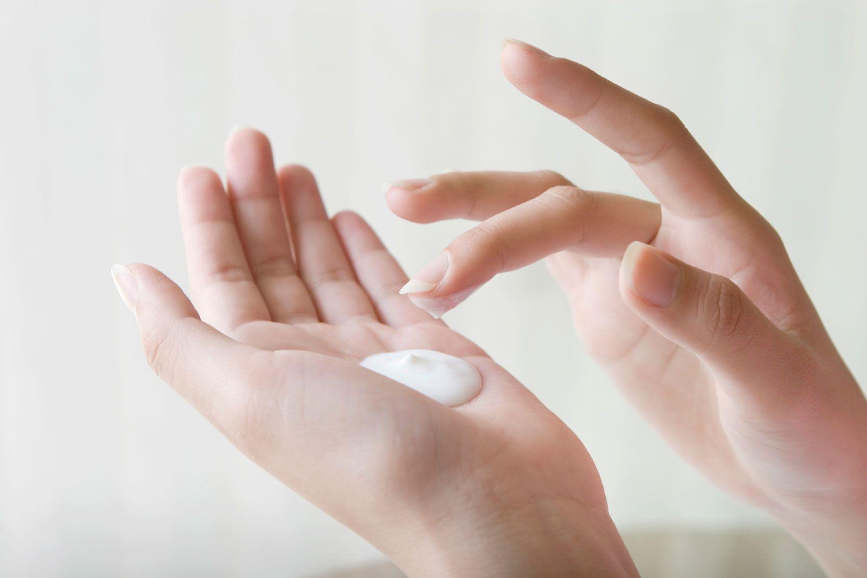 Sunscreen_hand